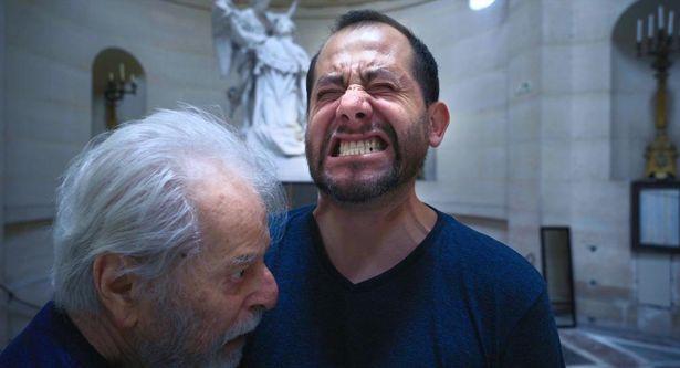 ホドロフスキー自らが父性の原型となり吃音に悩む男性に活力を与える(『ホドロフスキーのサイコマジック』)