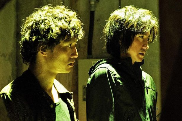 鷹野と8年前に死んだはずの謎のエージェント・桜井との関係とは?
