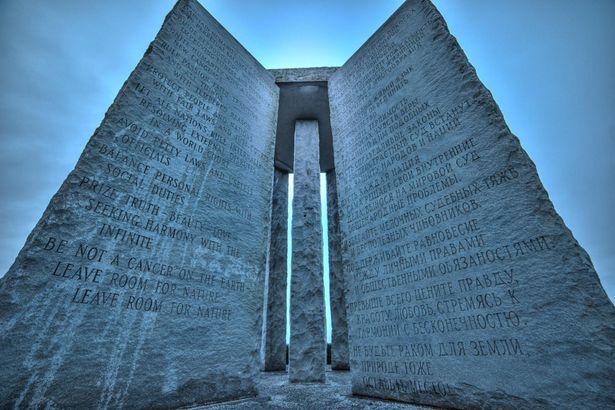 謎の石碑、ジョージア・ガイドストーンには第三次世界大戦を防ぐための案内が記されている?