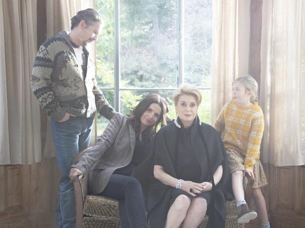 【写真を見る】是枝裕和監督が、フランスの大女優カトリーヌ・ドヌーヴを主演に描いた『真実』