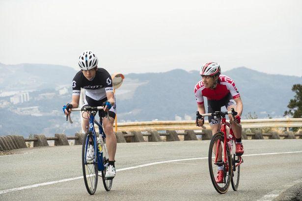 ハードな特訓を重ねて熱演した自転車シーンにも注目!