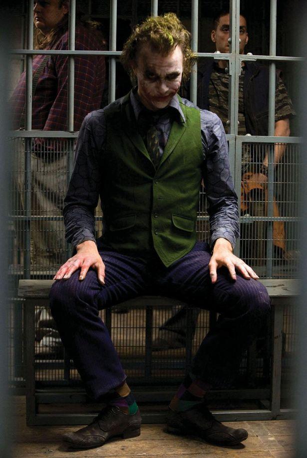 『ブロークバック・マウンテン』(05)などで知られる演技派のヒース・レジャーがジョーカー役に(『ダークナイト』)