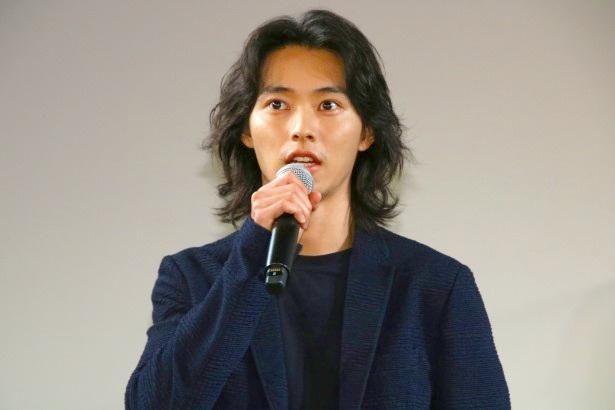 『劇場』の初日リモート舞台挨拶イベントに登壇した山崎賢人