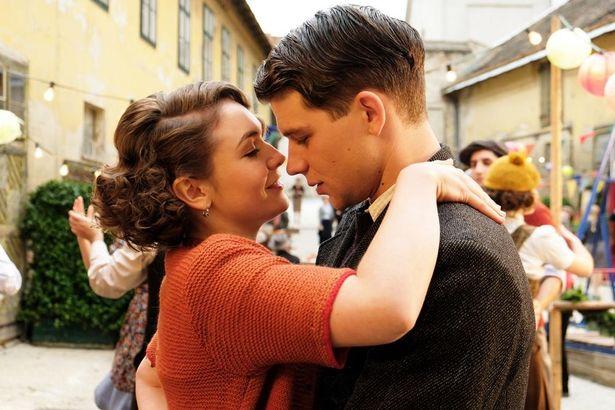 フランツはボヘミア出身の美女アネシュカに一目惚れする