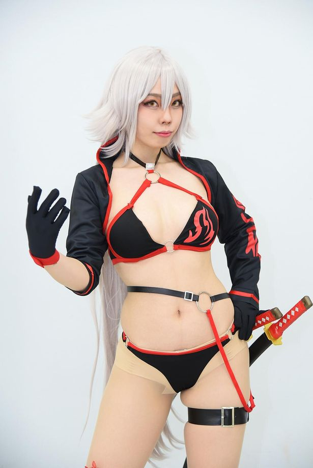 「Fate/Grand Order」のジャンヌ・ダルク[オルタ]に扮する いはるさん