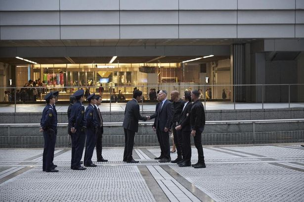 S.W.A.T.と日本の警察が対面するシーン