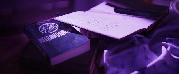 ラヴクラフトの小説に出てくる架空の書物「ネクロノミカン」も登場