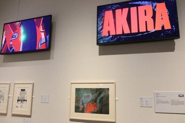 劇場アニメーション『AKIRA』(88)の映像や、原作コミックのコマの一部を展示