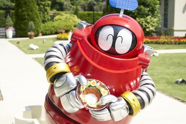 たまご型の真っ赤なボディに感情表現豊かな眼のロボコン
