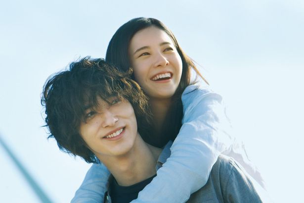 『僕等がいた』に続きタッグを組んだ吉高由里子と、横浜流星が共演の『きみの瞳(め)が問いかけている』(10月23日公開)