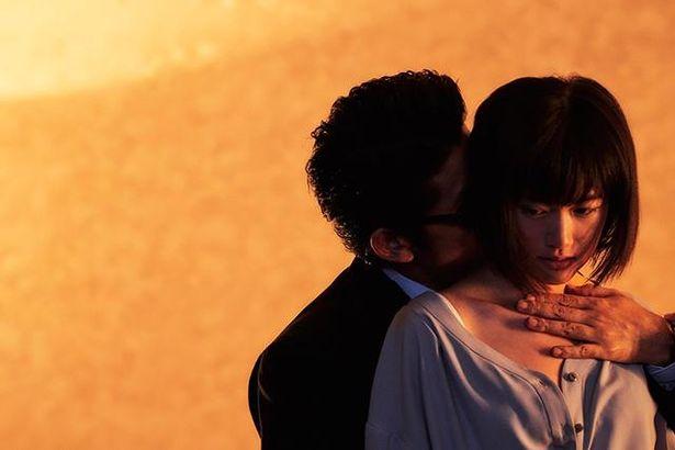 """対照的なふたりの男性の間で少女から女へと艶めかしく変貌を遂げる""""月夜の星""""役の小西桜子"""
