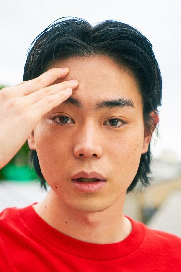 【写真を見る】撮り下ろし写真10点で、菅田将暉の素顔に迫る!