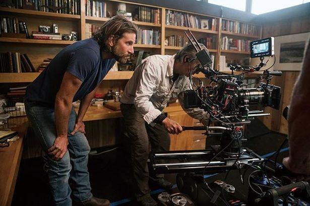 「この先20本の映画に出演するよりも、5本を監督したい」と語っているブラッドリー・クーパー