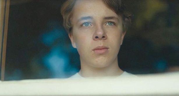 崩壊の道を辿る夫婦の関係を、14歳の息子の眼差しを通して描き出す『ワイルドライフ』