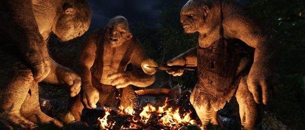 晩ごはん中のトロルに遭遇するビルボたち(『ホビット 思いがけない冒険』)