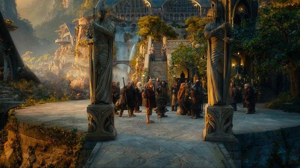 エルフが暮らす裂け谷へたどり着くドワーフたち(『ホビット 思いがけない冒険』)