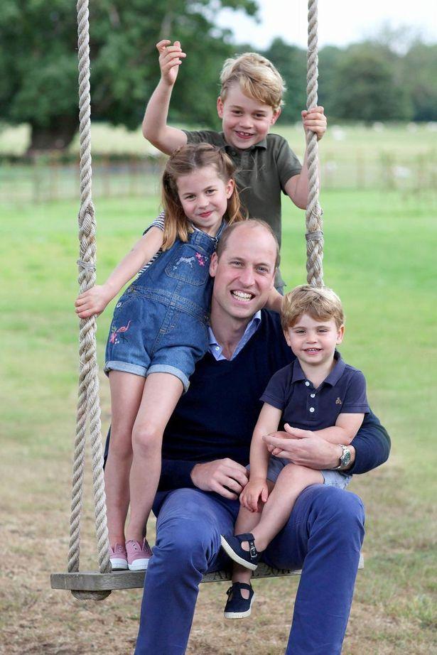 【写真を見る】大きく元気に成長中!最新のジョージ王子とシャーロット王女