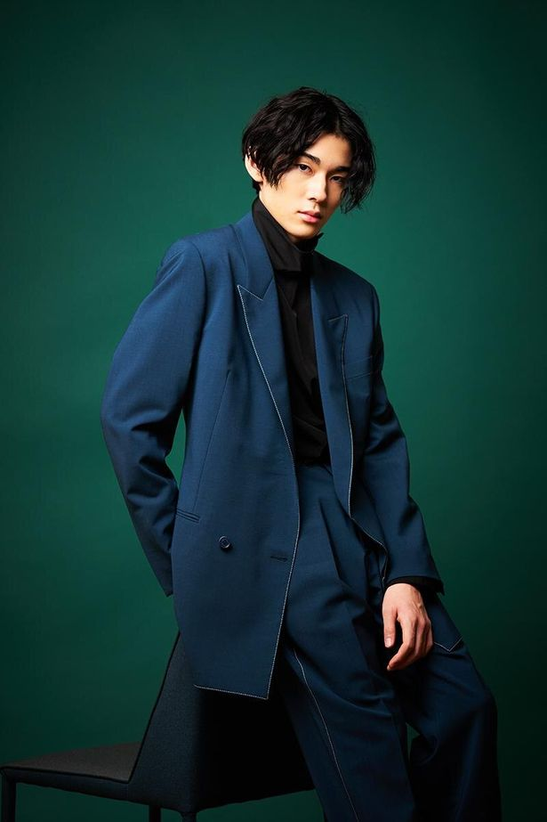 【写真を見る】15歳とは思えないほど、色気が漂う市川染五郎。2人の撮り下ろしカット7点