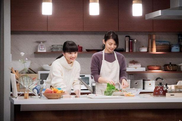 笑顔でキッチンに立つ母娘。仲睦まじい石川家の生活が失われていく…