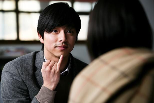 【写真を見る】撮影は約10年前…コン・ユの瞳が眩しい!事件を告発する美術教師を熱演した『トガニ 幼き瞳の告発』