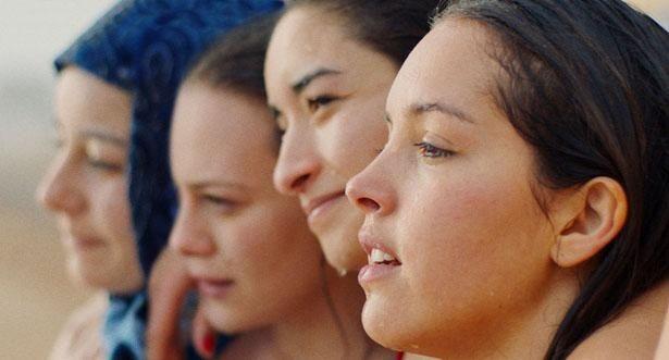 主演のリナ・クードリはセザール賞で有望若手女優賞に輝くなど絶賛された(『パピチャ 未来へのランウェイ』)