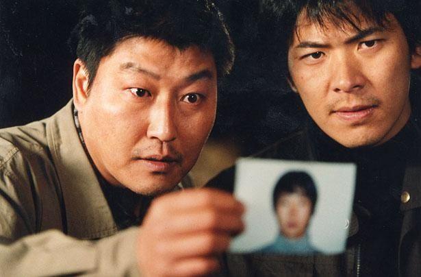 """1986~91年に発生し、複数の女性が殺害された""""華城連続殺人事件""""が題材の『殺人の追憶』"""