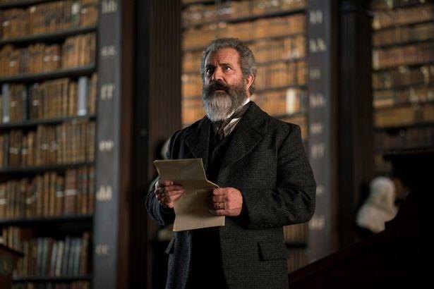 博士ことジェームズ・マレーをメル・ギブソンが演じる