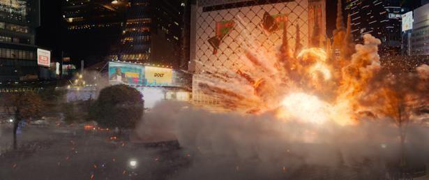 【写真を見る】東京・渋谷で起きる大規模な爆発シーンもリアルで衝撃的(『サイレント・トーキョー』)
