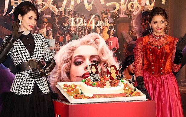 """【写真を見る】ダレノガレ明美&ゆきぽよが映画『魔女がいっぱい』をイメージした""""魔女ファッション""""で登場"""