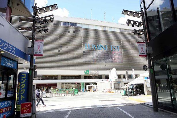 【写真を見る】今回は新宿駅東口からすぐの新宿武蔵野館!
