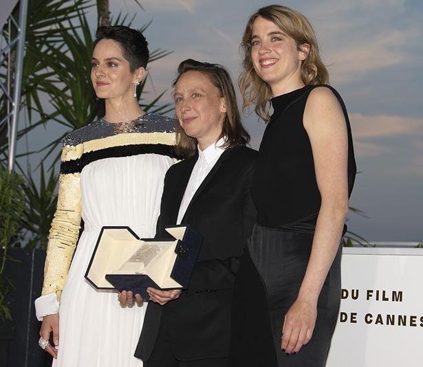 第72回カンヌ国際映画祭で脚本賞とクィア・パルム賞を受賞