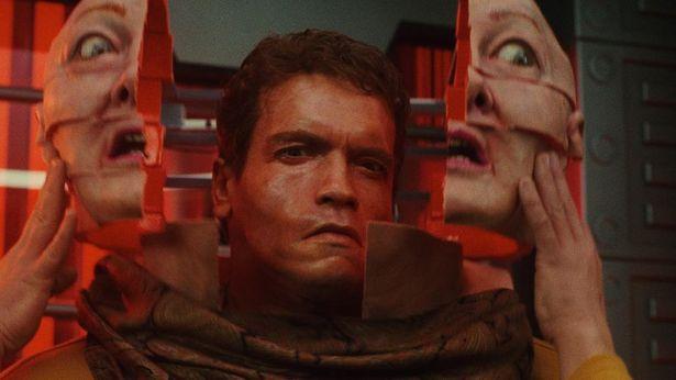 アーノルド・シュワルツェネッガーとポール・バーホーベンがタッグを組んだSFの名作が4K映像で甦った!