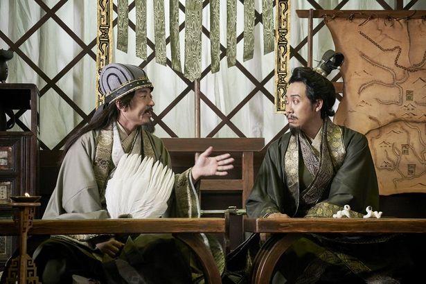 【写真を見る】独自の解釈で登場する、大泉洋演じる劉備とムロツヨシ扮する孔明