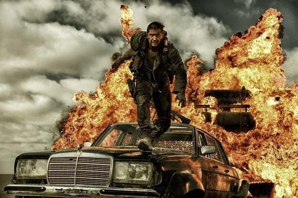 【写真を見る】超過激なカーアクションが展開する『マッドマックス  怒りのデス・ロード』