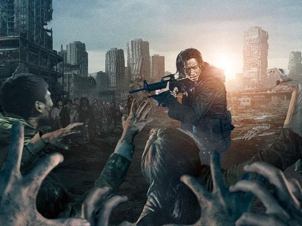 【写真を見る】大量ゾンビを相手に、怒涛のカーチェイスやガンアクションがノンストップで展開!(『新感染半島 ファイナル・ステージ』)