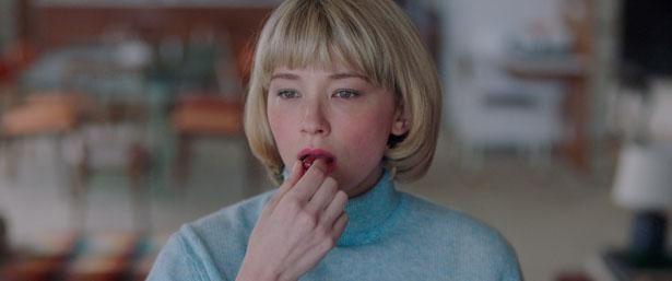 ショッキングなヒロインを演じたのは注目女優ヘイリー・ベネット(『Swallow/スワロウ』)