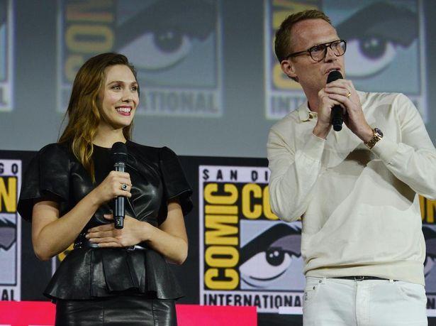 ワンダとビジョンを演じるエリザベス・オルセンとポール・ベタニー。2019年のコミコンにて