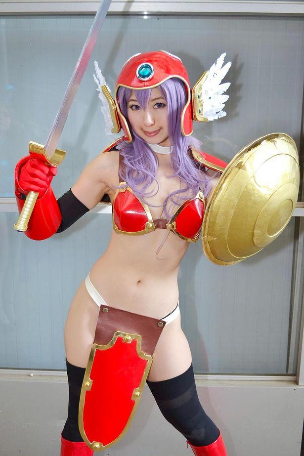 「ドラゴンクエストIII そして伝説へ…」の女戦士に扮する伯姫楓さん