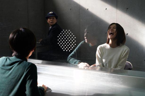 由紀(北川景子)との面会で、狂ったように笑いだす環菜