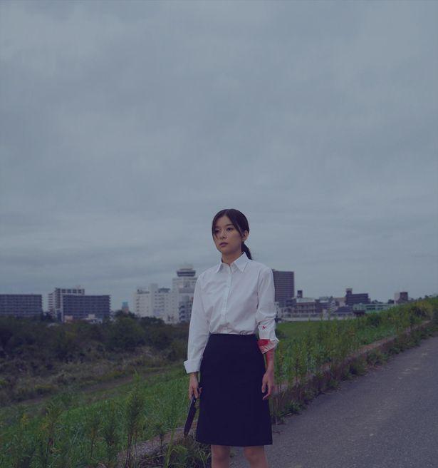 【写真を見る】包丁を片手に呆然とさまよう…芳根京子、迫真の怪演から目が離せない