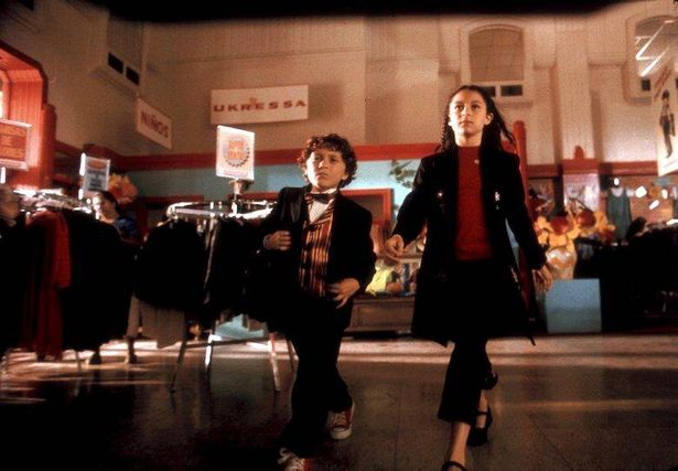 子どもたちが親を助けるために奮闘するストーリーは、ロドリゲス監督の代表作『スパイキッズ』にそっくり
