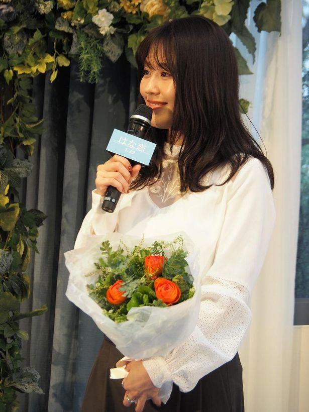 """""""花束占い""""で、菅田が有村に贈った「オレンジのラナンキュラス」"""