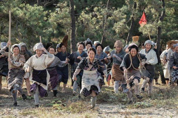 """我慢の限界を超えた女性たちが、""""米""""を取り戻すために立ち上がる!"""