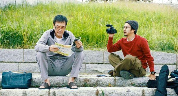 「撮る者と撮られる者」という関係から徐々に絆が芽生えていく、三上(役所広司)と津乃田(仲野太賀)
