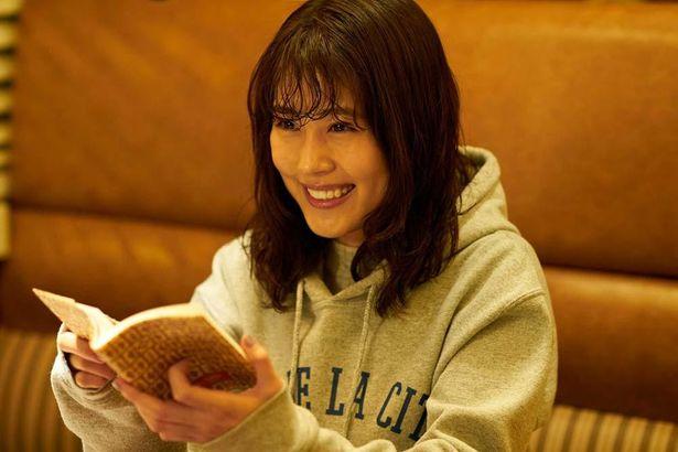 麦(菅田将暉)と絹(有村架純)は一緒の趣味や好きなものを見つけて喜び合い、惹かれ合っていく