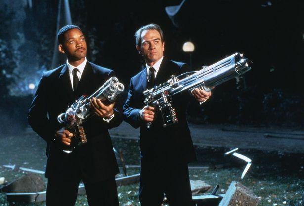 ウィル・スミスとトミー・リー・ジョーンズが共演したSFコメディシリーズの第1作『メン・イン・ブラック』