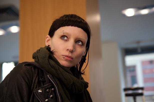 ルーニー・マーラが天才ハッカーを演じた『ドラゴン・タトゥーの女』。2018年には新キャストで続編『蜘蛛の巣を払う女』も制作された