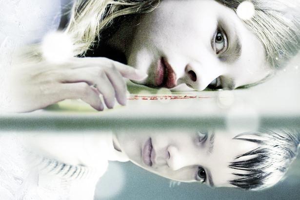 クロエ・グレース・モリッツがヴァンパイアの少女アビーを演じた『モールス』