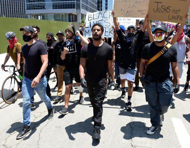 「Black Lives Matter(BLM、黒人の威厳と尊厳を守る運動)」のスローガンを掲げた抗議運動