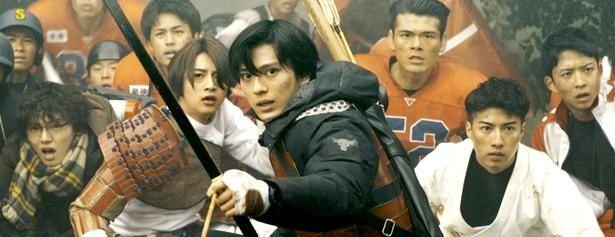 【写真を見る】新田真剣佑が歴史オタクの弓道部員を演じた『ブレイブ -群青戦記-』